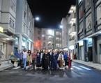 Elenco de Pecado mortal posa reunido na cidade cenográfica | Michel Angelo/ TV Record