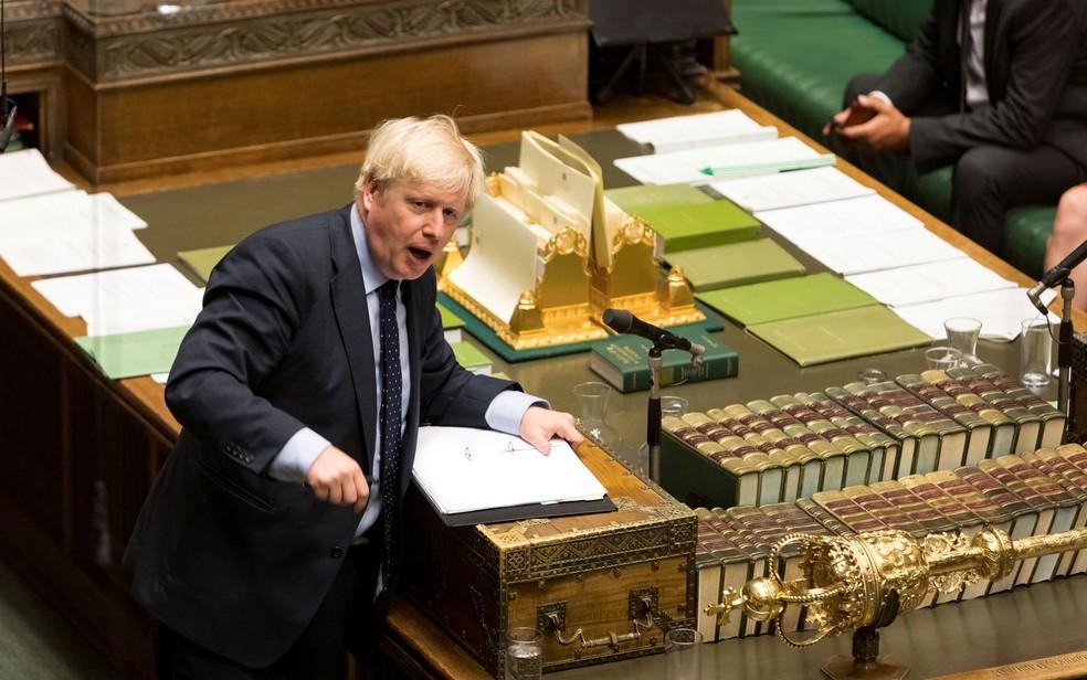 O primeiro-ministro britânico Boris Johnson discursa após perder sua primeira votação na Câmara dos Comuns, em Londres, na terça-feira (3) — Foto: UK Parliament/Roger Harris/Handout via Reuters