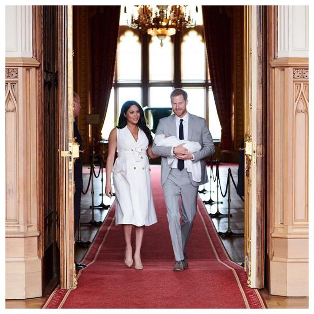 Meghan Markle e Príncipe Harry divulgam fotos oficiais do primogênito (Foto: Chris Allerton ©️Sussex royal)