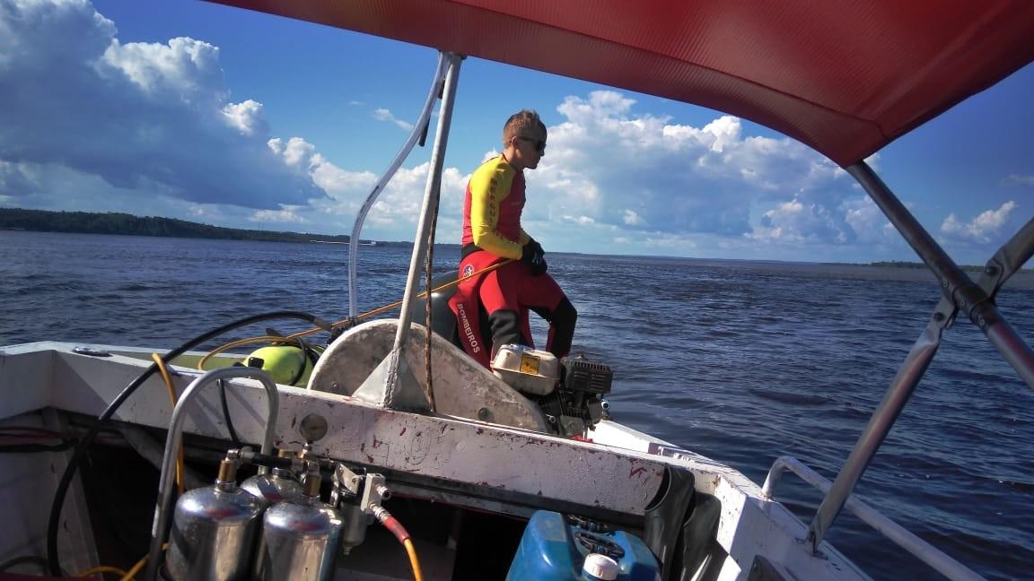 Homem desaparece após mergulhar no Rio Negro para resgatar bote, em Manaus - Noticias