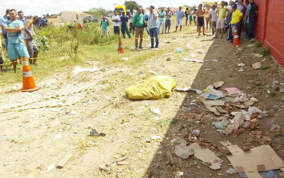 Corpo da adolescente foi encontrado dentro de saco (Foto: Site Bahia 10)