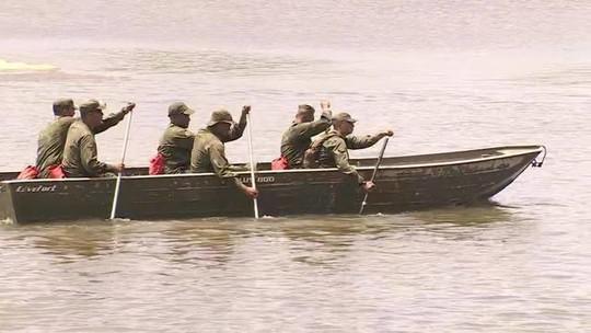 Fuzileiros navais começam a ajudar na limpeza das localidades atingidas por óleo em Pernambuco