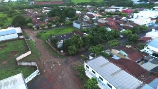 Moradores de Rio Preto reclamam de rua sem asfalto