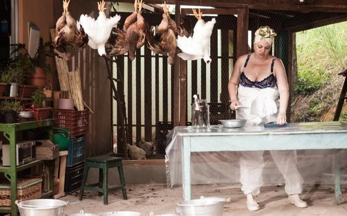 Karine Teles em 'Os últimos dias de Gilda' (Foto: Divulgação)