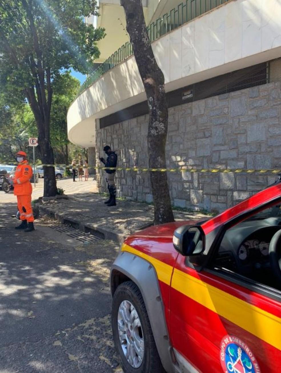 Criança de 9 anos caiu do 4º andar de prédio, em BH — Foto: Corpo de Bombeiros/Divulgação
