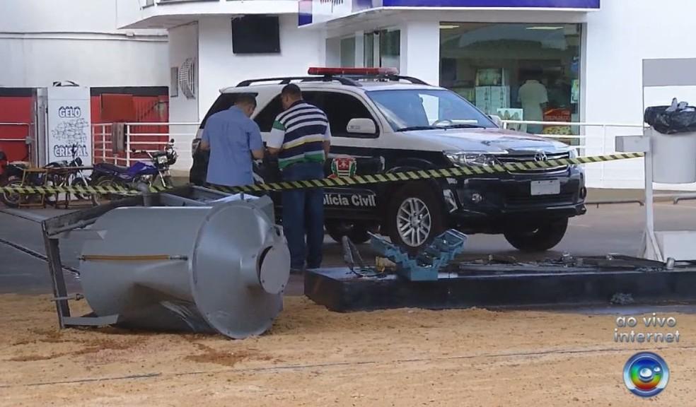 PolA�cia Civil foi acionada para investigar as causas do acidente em Santa Cruz do Rio Pardo (Foto: TV TEM / ReproduA�A?o )