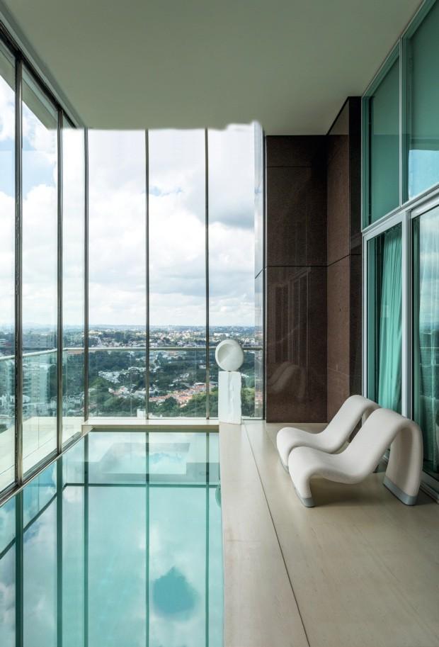 Apartamento de 850 m² impressiona com piscina e vista para o skyline' (Foto: Fran Parente/divulgação)