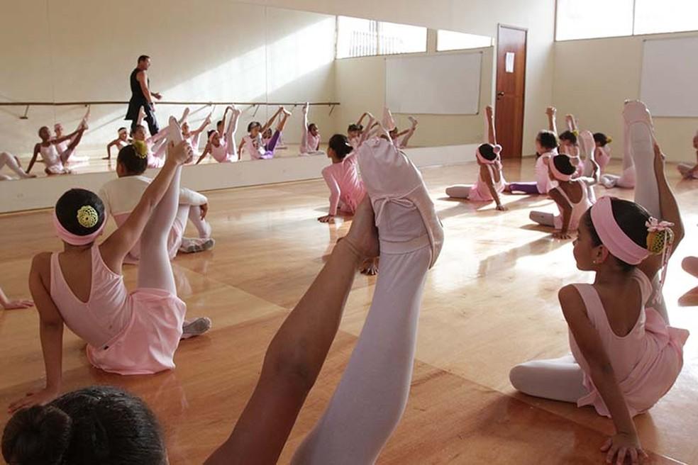 Aulas de balé e natação são oferecidas no Creca em Vilhena — Foto: Divulgação/Secom Macaé