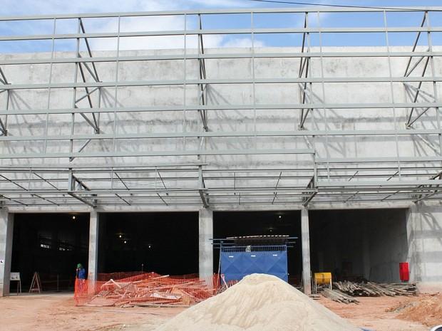 Fachada e demais acabamentos são os itens necessários para o prédio (Foto: Girlene Medeiros / Do G1AM)