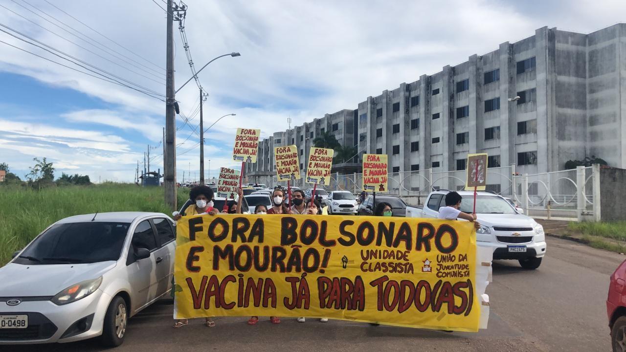 Em Rio Branco, manifestantes fazem carreata a favor da vacina e contra Bolsonaro