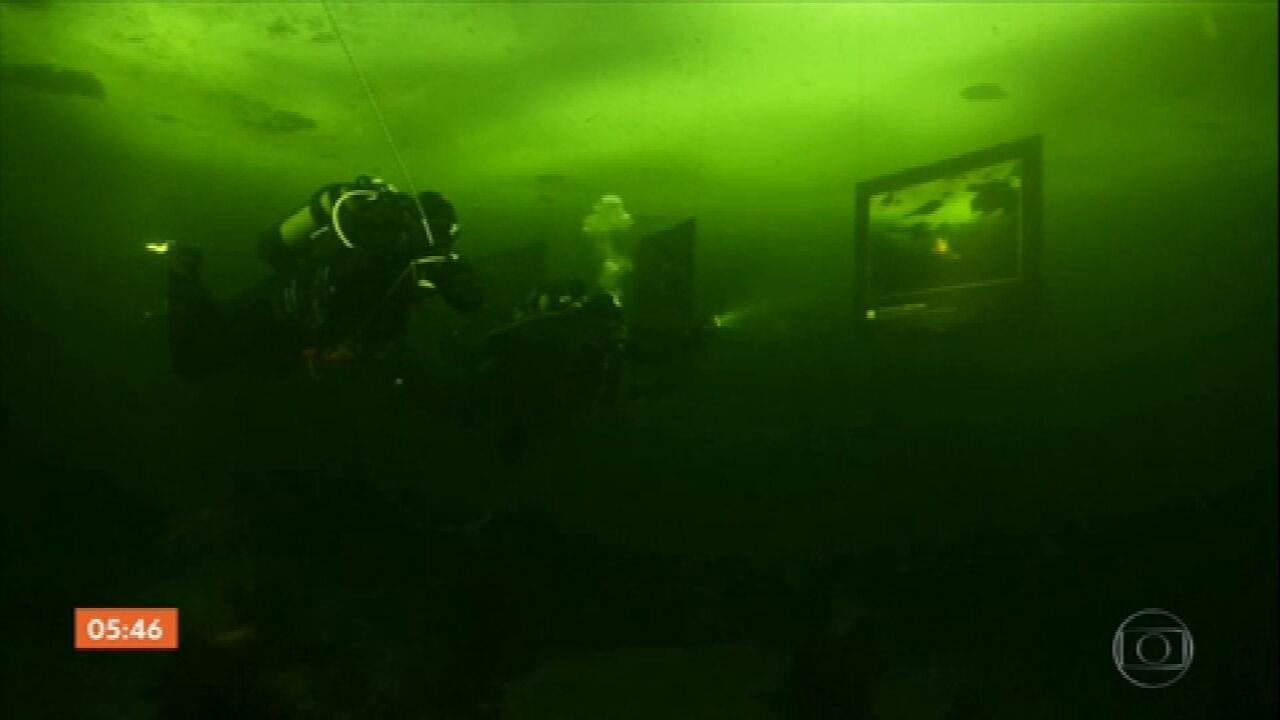 Exposição na Rússia leva visitantes para visitação debaixo do gelo do Mar Branco