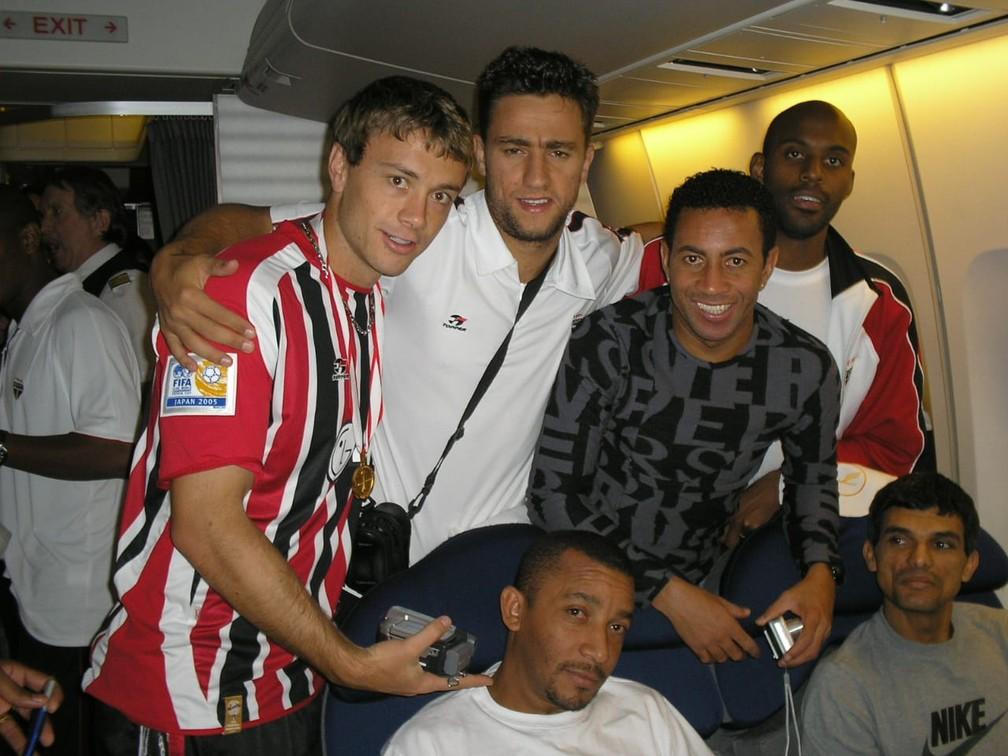 Jogadores do São Paulo na viagem ao Mundial de 2005 — Foto: Arquivo pessoal Souza