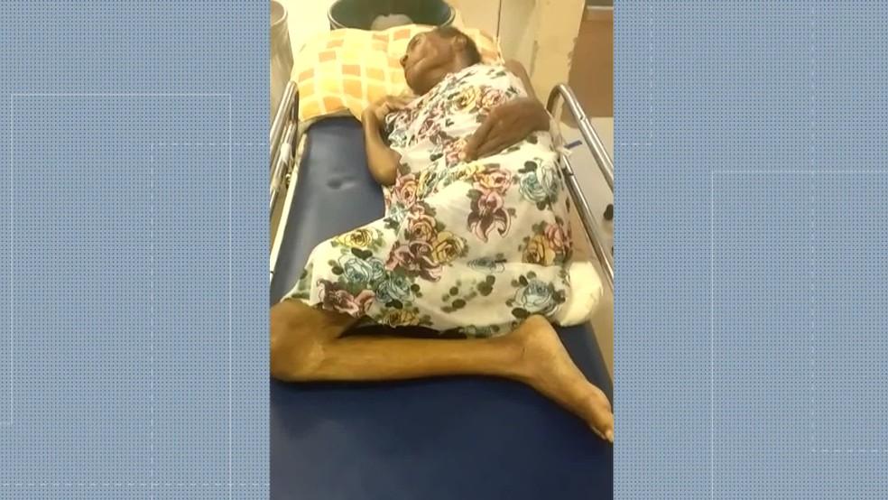 Filho denuncia que a mãe não recebeu atendimento no Hospital Pedro II, na Zona Oeste do Rio — Foto: Reprodução/ TV Globo