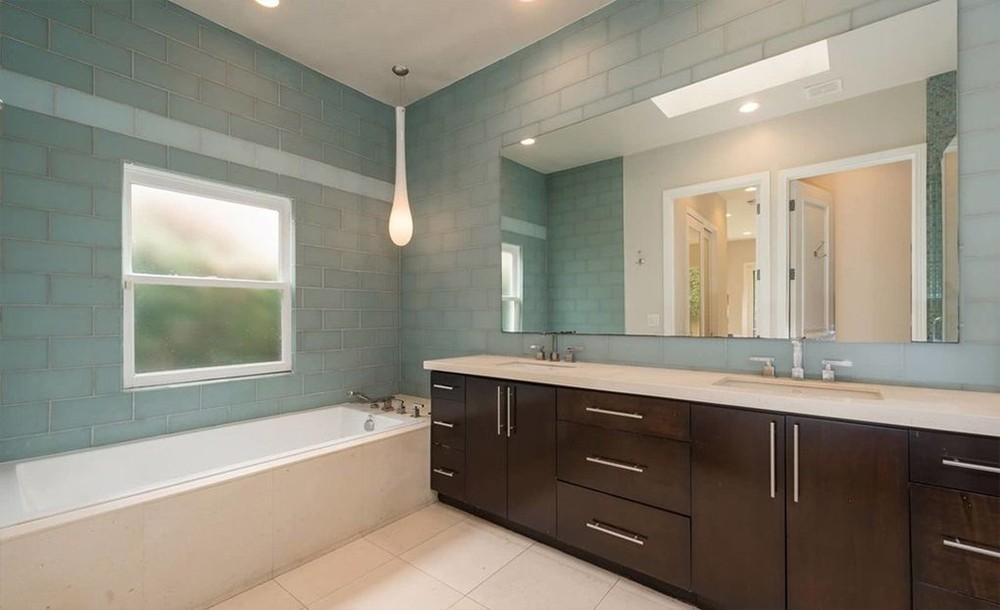 Charlize Theron coloca casa na Califórnia à venda por R$ 9,9 milhões (Foto: REALTOR/DIVULGAÇÃO)