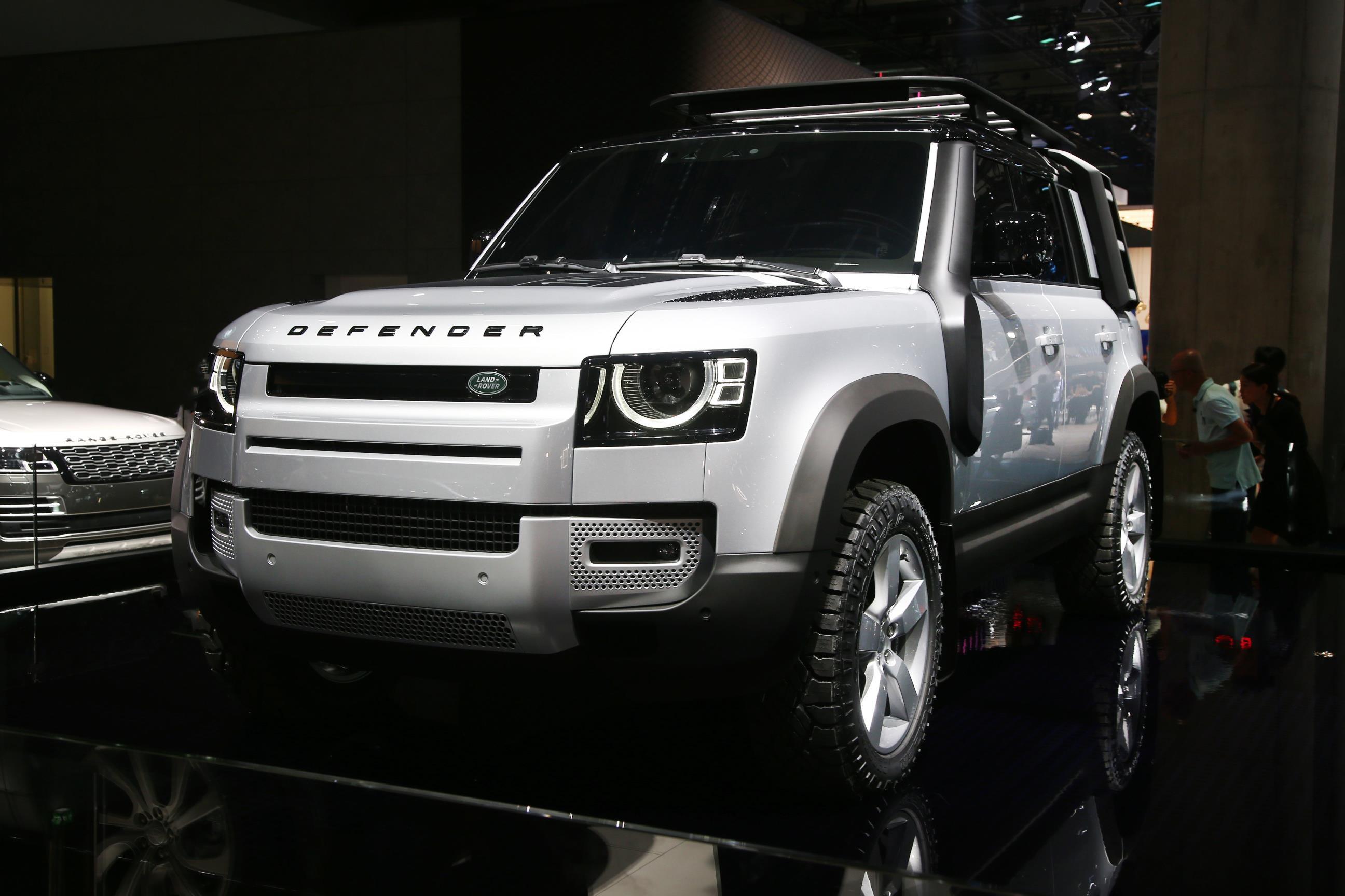 Land Rover lança nova geração do Defender no Brasil