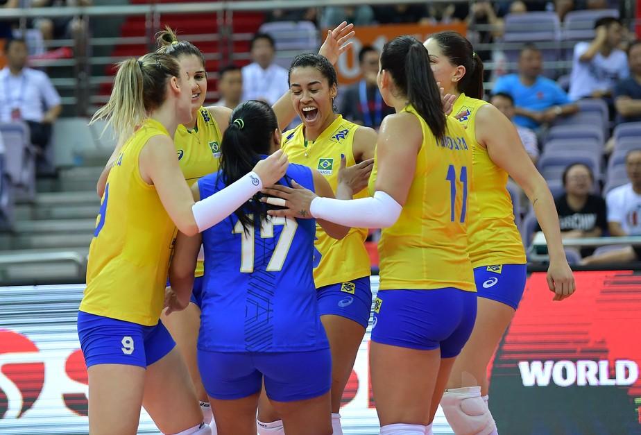 Com força e autoridade, Brasil vira para cima da Sérvia e vai à final do Grand Prix