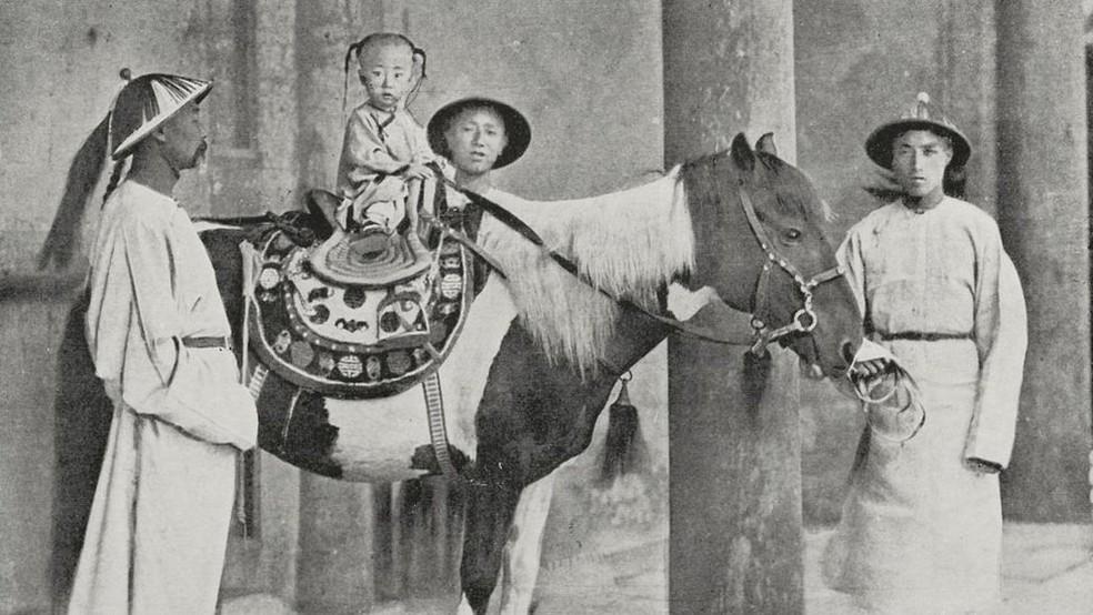 Guangxu, sobrinho de Cixí, foi escolhido como sucessor de Tongzhi aos três anos — Foto: Getty Images