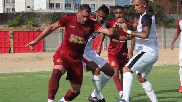 Wallace Pernambucano teve atuação apagada nos momentos decisivos do jogo
