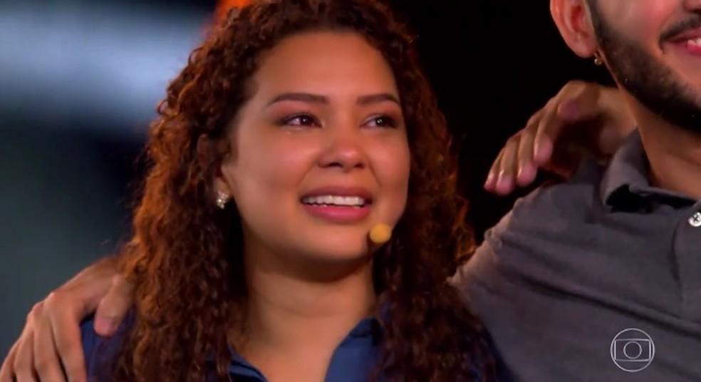 Fernanda se emocionou ao saber que o amigo rasgou o contrato do 'The Wall' — Foto: TV Globo