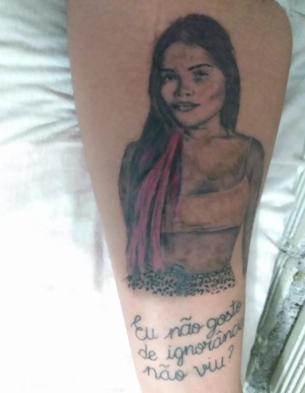 Fã tatua rosto e frase de Flay (Foto: Reprodução/Twitter)