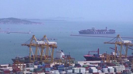 Bolsas e preços do petróleo caem e dólar sobe, com acirramento de disputa comercial entre EUA e China