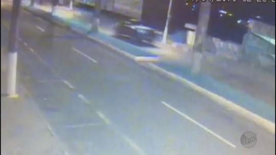 Vídeo mostra o que seria a chegada de bando armado que explodiu bancos em Passos, MG