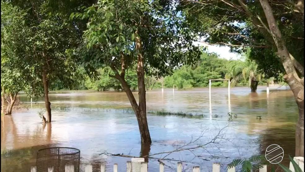 Rio Apa subiu e causou transtornos em Bela Vista (MS) (Foto: Reprodução/TV Morena)