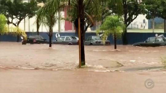 Chuva forte em Lins provoca alagamentos e deixa motoristas ilhados
