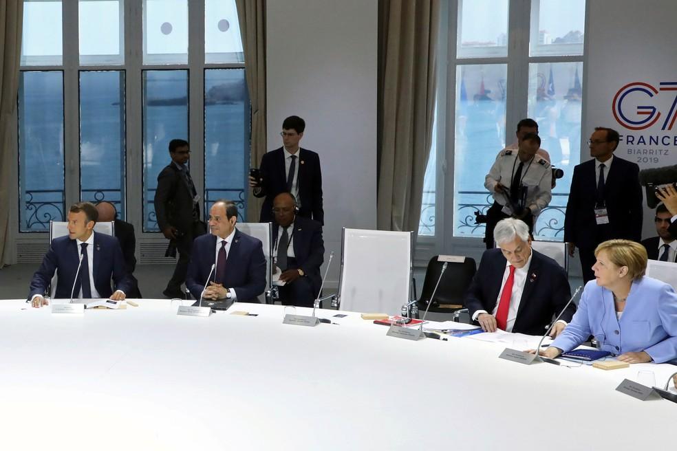 Cadeira do presidente dos Estados Unidos, Donald Trump, é vista vazia durante uma reunião sobre mudanças climáticas durante a Cúpula do G7 em Biarritz, na França, nesta segunda-feira (26)  — Foto: Ludovic Marin / Reuters