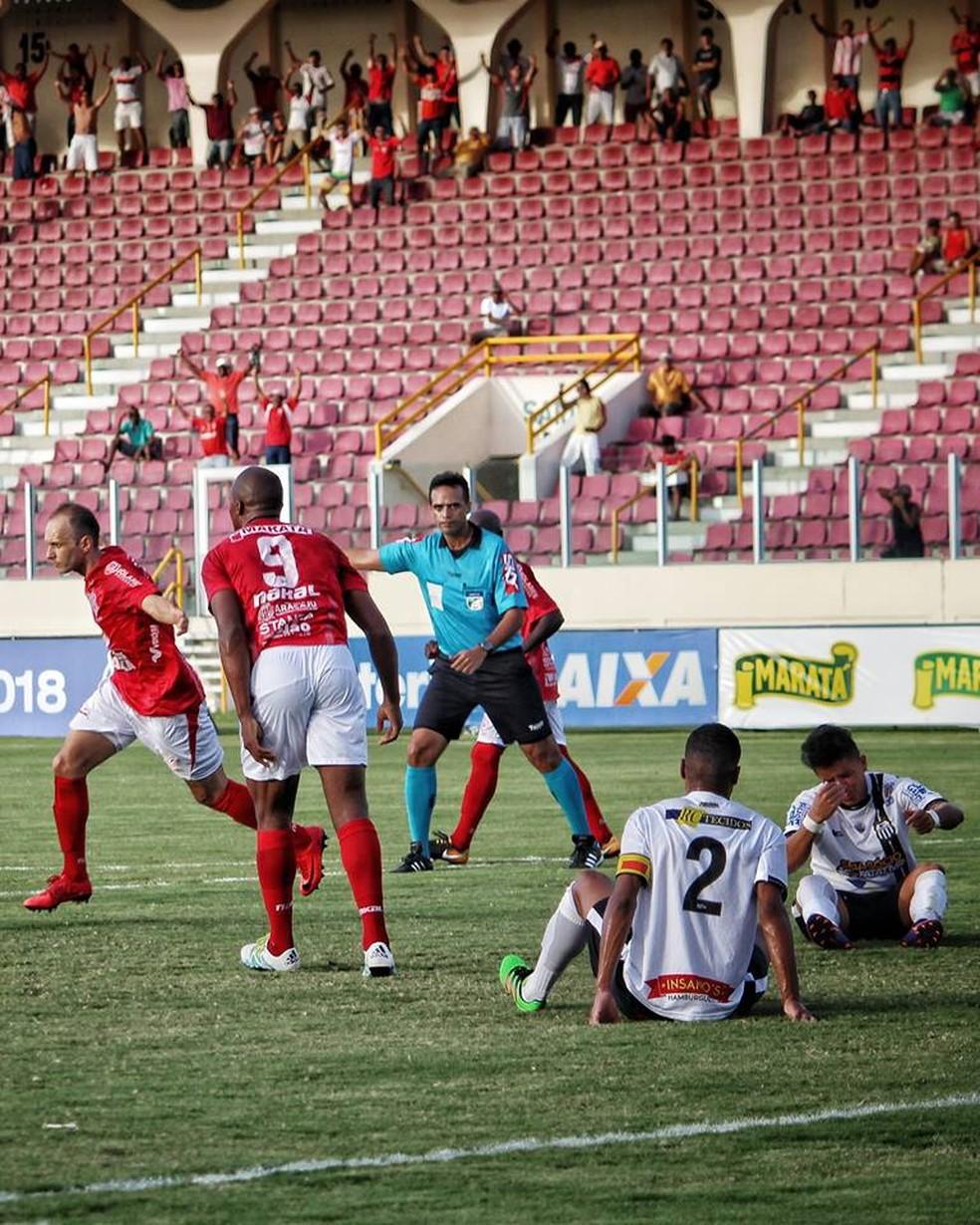 Danilo Rios marca o gol da vitória do Sergipe (Foto: Wendell Rezende)