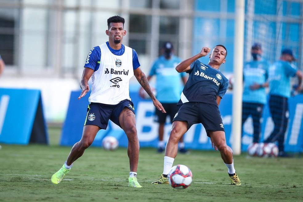 Rodrigues segue como o principal zagueiro do Grêmio — Foto: Lucas Uebel / Grêmio FBPA