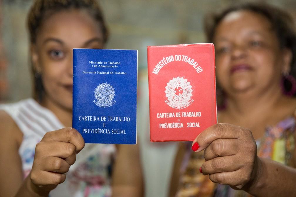 Geni Aparecida de Oliveira e a filha Natalie Flaviane de Moura; negros sA?o minoria em cargos de gerA?ncia e profissA�es que exigem qualificaA�A?o (Foto: Celso Tavares/G1)