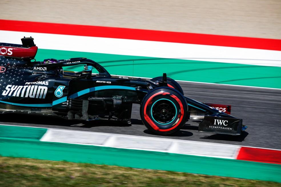 Lewis Hamilton a caminho da pole position 95 na F1 — Foto: Divulgação