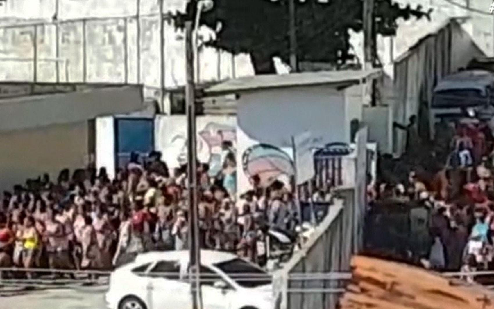 VÍDEO: Multidão invade centro social em bairro de Salvador durante distribuição de cestas básicas