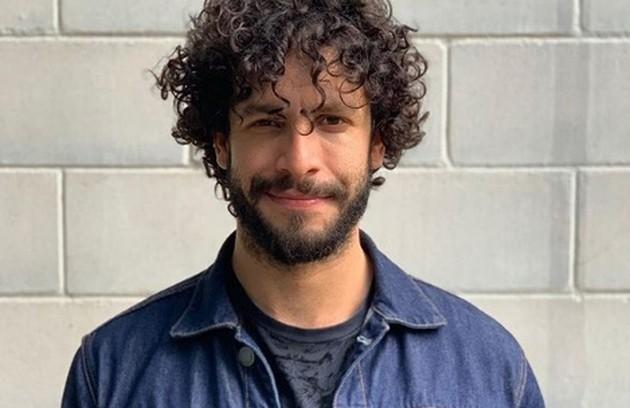 Rainer Cadete será Téo, fotógrafo de influenciadoras digitais (Foto: TV Globo)