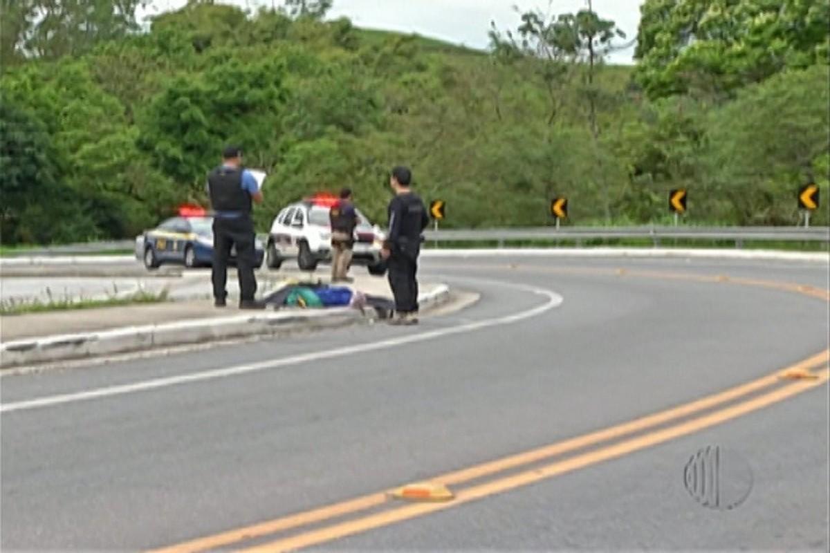 Motorista de caminhão é atropelado e morre na Via Dutra, em Santa Isabel