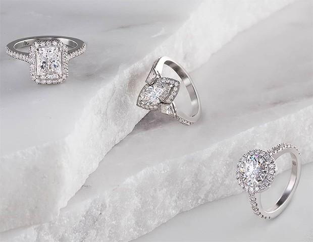 Anéis de noivado com cortes tradicionais também são um destaque (Foto: Instagram / Matthew Ely Jewellers)
