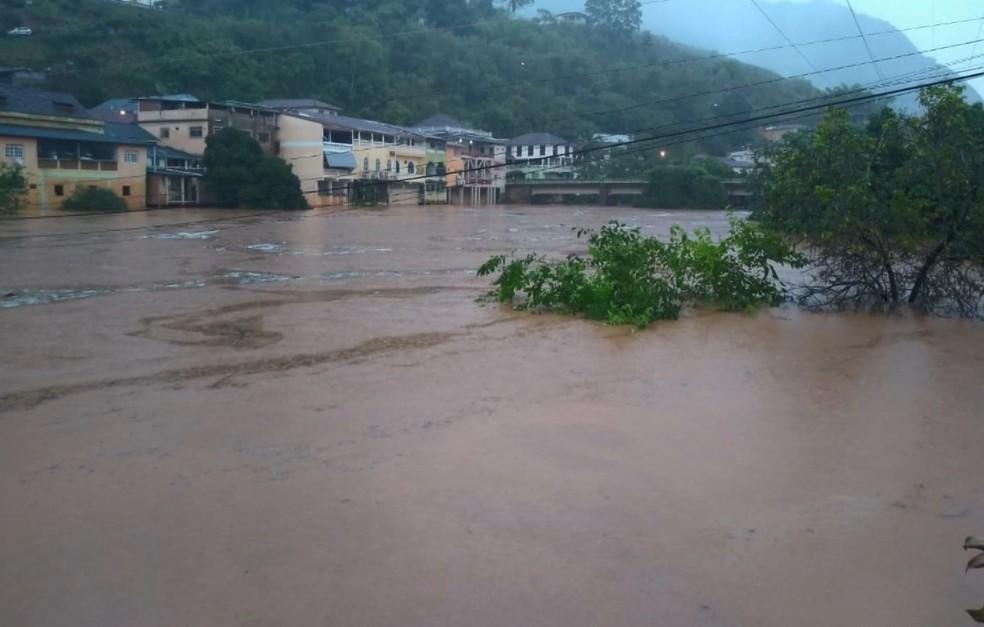 Alagamento em Santa Leopoldina, no Espírito Santo — Foto: Reprodução/ TV Gazeta