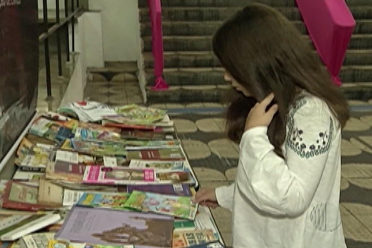 Campanha recebe doação de obras literárias em universidade de Mogi das Cruzes
