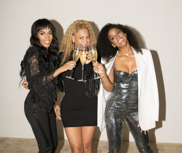 Beyoncé com as ex-integrantes do Destiny´s Child Kelly Rowland e Michelle Williams (Foto: Reprodução)
