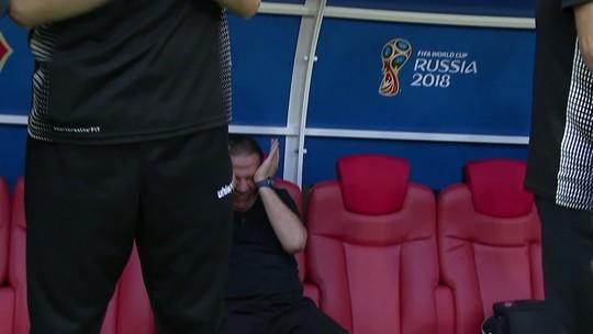 Vídeo: técnico da Tunísia chora muito durante o hino nacional antes da partida contra Bélgica