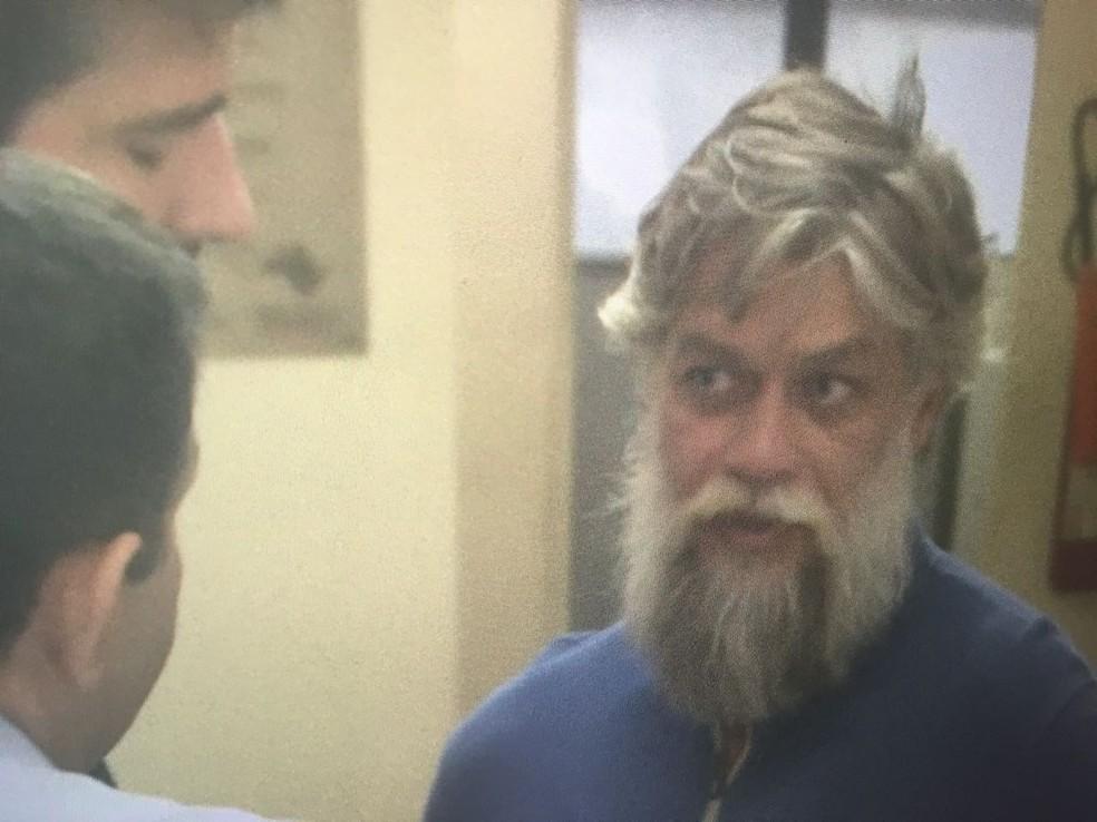 O ator Fábio Assunção no 78º Distrito Policial (Foto: David Irikura/TV Globo)