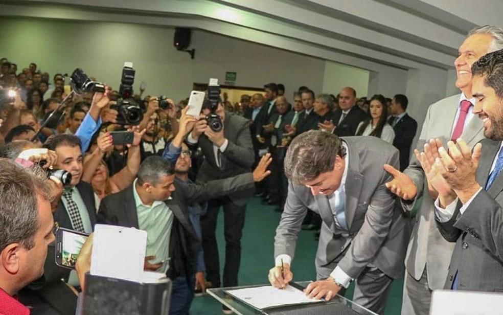 Wilder Morais toma posse da Secretaria de Estado da Indústria, Comércio e Serviços (Sic), em Goiânia — Foto: Reprodução/Facebook