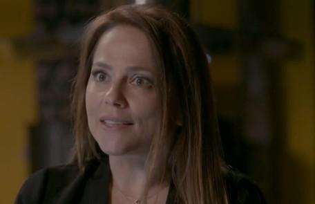 Na quinta-feira (30), Lili (Vivianne Pasmanter) agride Carolina depois que ela lhe revelar que Eliza é filha de Germano TV Globo
