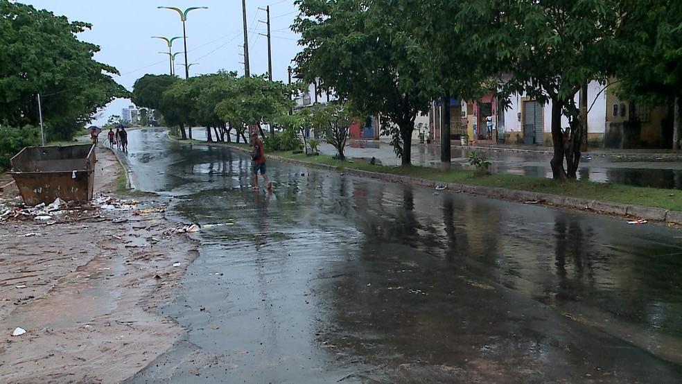 Corpo estava próximo a Avenida Ferreira Gullar, em São Luís — Foto: TV Mirante