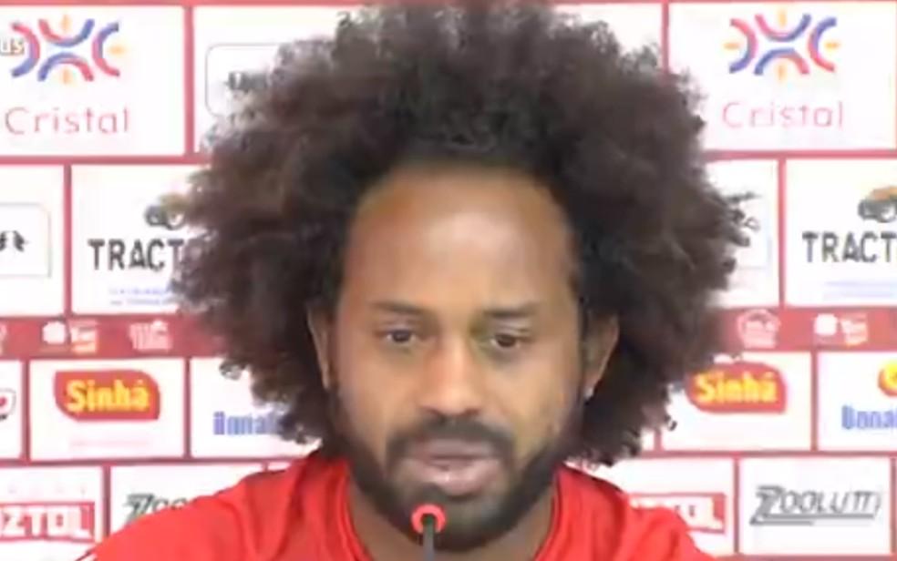 Jogador de futebol Celsinho, meia campista do Londrina, que já jogou pelo Vila Nova — Foto: Reprodução/TV Anhanguera