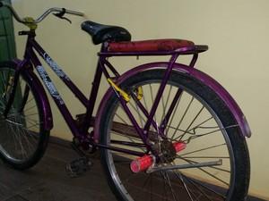 Bicicleta usada pelo garoto durante o assalto que terminou na morte da vítima (Foto: Toni Francis/G1)
