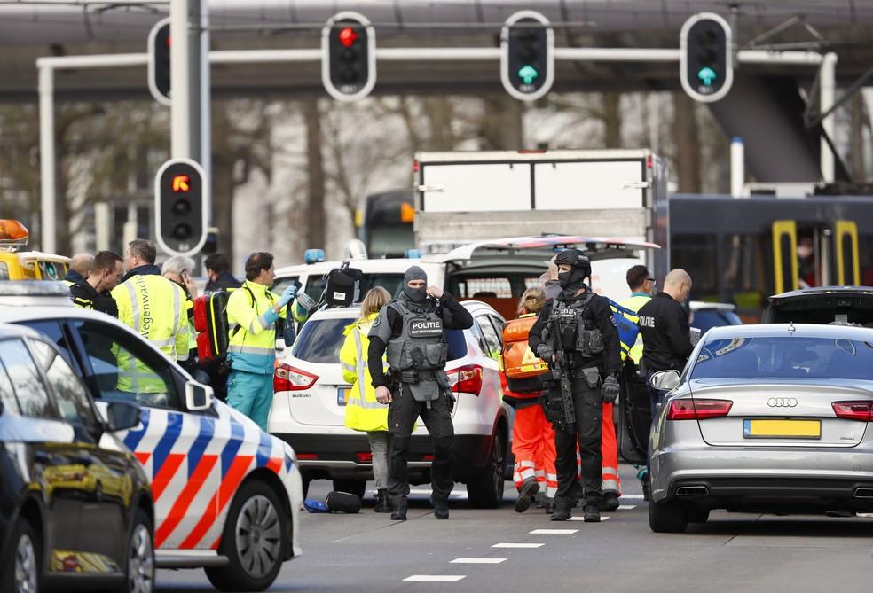 Serviços de emergência foram para a Praça 24 de Outubro em Utrecht, na Holanda, nesta segunda-feira (18) — Foto: Robin van Lonkhuijsen / ANP / AFP