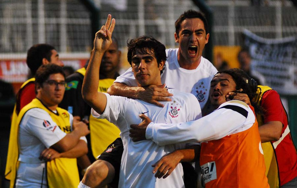Herrera e Chicão, Corinthians x CRB (2008) — Foto: Marcos Ribolli