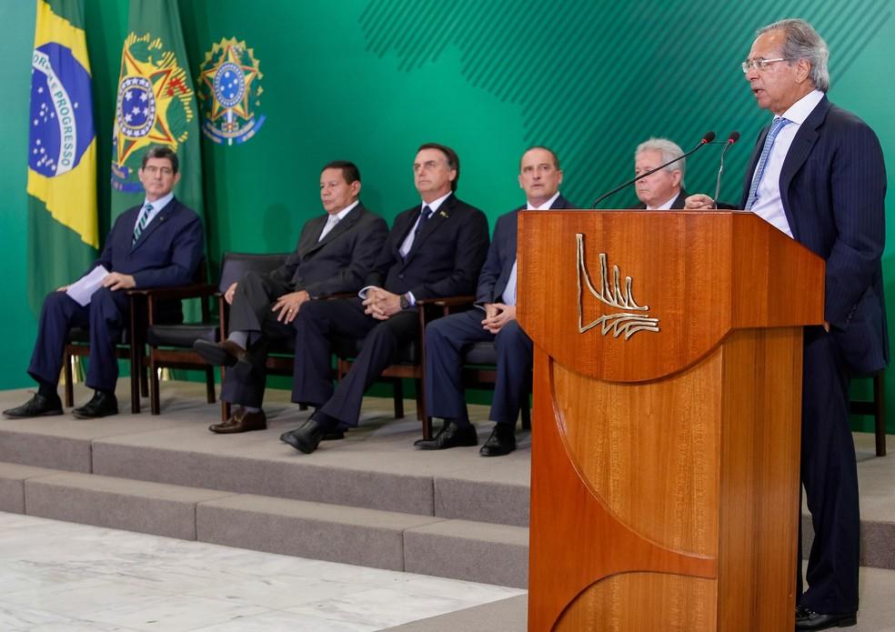 O ministro da Economia, Paulo Guedes, discursa durante cerimônia no Planalto nesta segunda-feira (7) — Foto:  Marcos Corrêa/Presidência da República